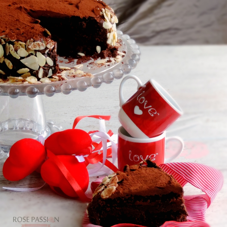 Torta al cioccolato, un dolce da fare con il cuore
